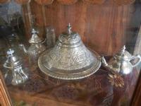 la casa del cous cous sanvitese stoviglie pregiate in vetrina - 18 agosto 2012  - San vito lo capo (347 clic)