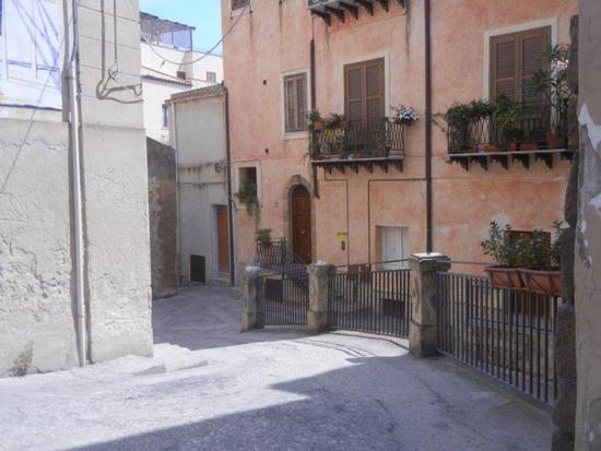 Vicolo S. Lorenzo - SCIACCA - inserita il 29-Feb-16