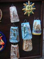 souvenir: mini tegole decorate e ceramiche - 1 aprile 2012  - Erice (1311 clic)