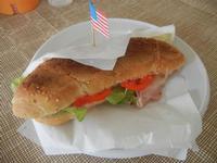 panino piastrato al prosciutto, formaggio, pomodoro ed insalata - Le Corti - 22 marzo 2012  - Castellammare del golfo (697 clic)