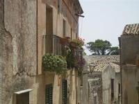 balconi e tetti - 5 agosto 2012  - Erice (337 clic)