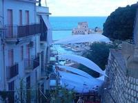 PLAS 2012 - scalinata adiacente alla villa e vista sul porto - 16 settembre 2012  - Castellammare del golfo (393 clic)