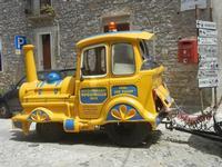 trenino turistico per le vie della città - 5 agosto 2012  - Erice (400 clic)