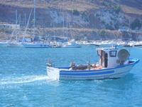 al porto - barca di pescatori in uscita dal porto - 7 settembre 2012  - Castellammare del golfo (334 clic)