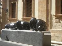 Jimenez Deredia - Genesi dell'uovo - bronzo - 13 maggio 2012  - Trapani (392 clic)