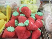 come fragole - bancarella di dolciumi e caramelle - 8 agosto 2012  - Cornino (866 clic)