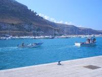 al porto - barche di pescatori in uscita dal porto - 7 settembre 2012  - Castellammare del golfo (311 clic)