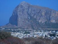 Monte Monaco e case dalla collina ad ovest della città - 23 agosto 2012  - San vito lo capo (482 clic)