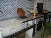 la cucina di una volta - tannura e quarare in rame - piccolo museo etno-antropologico - Bosco di Scorace - Il Contadino - 13 maggio 2012  - Buseto palizzolo (2083 clic)