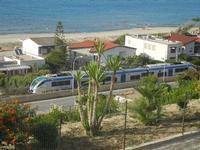 Zona Plaja - passa il treno - 16 giugno 2012  - Alcamo marina (275 clic)