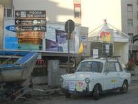 protesta degli autotrasportatori auto d'epoca - Autobianchi Bianchina - tappezzata di cartelli - 25 gennaio 2012  - Castellammare del golfo (1647 clic)