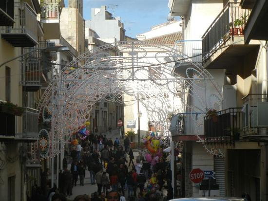 luminarie per la Festa del SS. Crocifisso - CALATAFIMI SEGESTA - inserita il 01-Sep-14