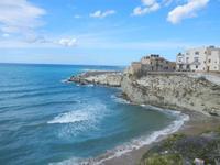 scorcio della città, spiaggia Praiola e mare mosso - 15 aprile 2012  - Terrasini (1148 clic)