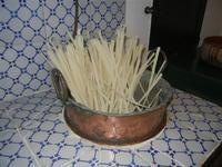 la cucina di una volta - tannura e quarara in rame - piccolo museo etno-antropologico - Bosco di Scorace - Il Contadino - 13 maggio 2012  - Buseto palizzolo (1480 clic)