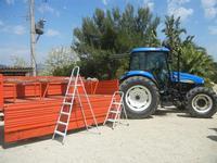 SIRIGNANO - Agriturismo - trattore con rimorchio adibito al trasporto dei visitatori della tenuta - 1 maggio 2012  - Monreale (625 clic)