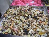 caramelle - bancarella di caramelle - 8 agosto 2012  - Cornino (842 clic)