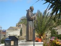 monumento a Padre Pio - Piazza Petrolo - 5 marzo 2012  - Castellammare del golfo (405 clic)
