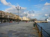 lungomare sul porto - 12 febbraio 2012  - Trapani (973 clic)