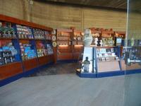 ingresso all'area archeologica e souvenir - 1 maggio 2012  - Selinunte (912 clic)