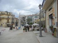 Largo Duca degli Abruzzi - Festa di Primavera - Sagra della salsiccia, del pane cunzato e dell'arance di Calatafimi Segesta - 22 aprile 2012  - Calatafimi segesta (485 clic)