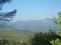 panorama entroterra e Lago Poma - 9 maggio 2012  - Borgetto (885 clic)