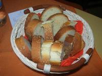 SIRIGNANO - Agriturismo - pane affettato - 1 maggio 2012  - Monreale (1271 clic)