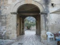 l'uscita dal Baglio Isonzo e la fontana nella piazzetta - 8 maggio 2012  - Scopello (782 clic)