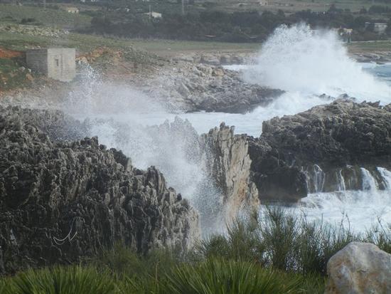 mare in tempesta all'Isulidda - MACARI - inserita il 13-Jun-14