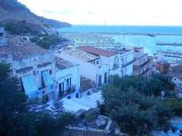 PLAS 2012 - scalinata adiacente alla villa e vista sul porto - 16 settembre 2012  - Castellammare del golfo (327 clic)