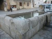 la fontana-bevaio nella piazzetta - 8 maggio 2012  - Scopello (810 clic)