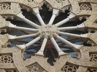 rosone della Chiesa di Sant'Agostino - particolare con i simboli delle tre religioni monoteistiche - 12 febbraio 2012  - Trapani (3345 clic)