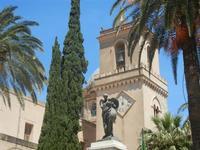 Monumento ai Caduti e campanile della Basilica S. Maria Assunta - 2 giugno 2012  - Alcamo (331 clic)