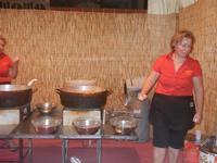 stand delle sfince - la frittura delle sfince - 8 agosto 2012  - Cornino (1036 clic)