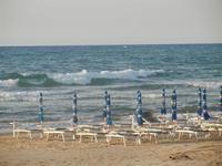 Spiaggia Playa - ombrelloni in riva al mare - 18 maggio 2012  - Castellammare del golfo (806 clic)