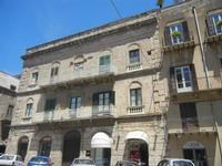 palazzo in Corso 6 Aprile - 2 giugno 2012  - Alcamo (322 clic)