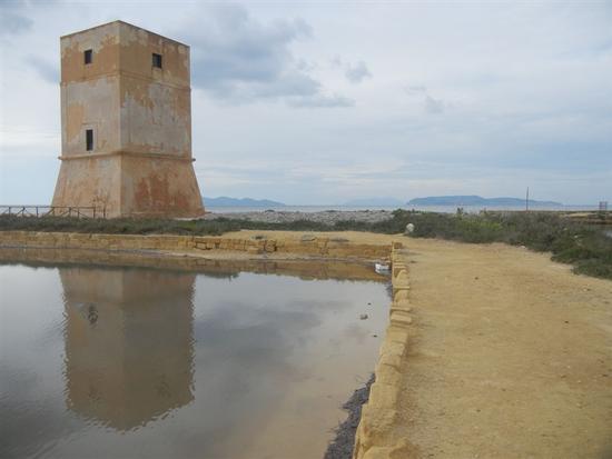 Torre di Nubia ed Isole Egadi - Oasi Naturale Orientata Saline di Trapani e Paceco - NUBIA - inserita il 25-Mar-14