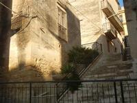vecchia casa e scalinata - 2 giugno 2012  - Calatafimi segesta (351 clic)