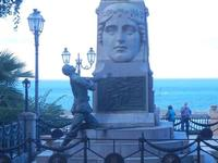 Monumento ai Caduti - particolare - guerra 1915/1918 - Villa Comunale -16 settembre 2012  - Castellammare del golfo (198 clic)