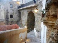 scalinata, ponte ed arco - 19 settembre 2012  - Castellammare del golfo (308 clic)