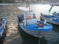 al porto - barche e riflessi di sole sul mare - 20 settembre 2012  - Castellammare del golfo (379 clic)