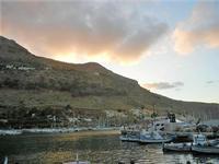 al porto - crepuscolo - 20 settembre 2012  - Castellammare del golfo (402 clic)