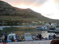 al porto - crepuscolo - 20 settembre 2012  - Castellammare del golfo (387 clic)