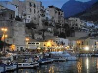 case sul porto - 19 settembre 2012  - Castellammare del golfo (322 clic)
