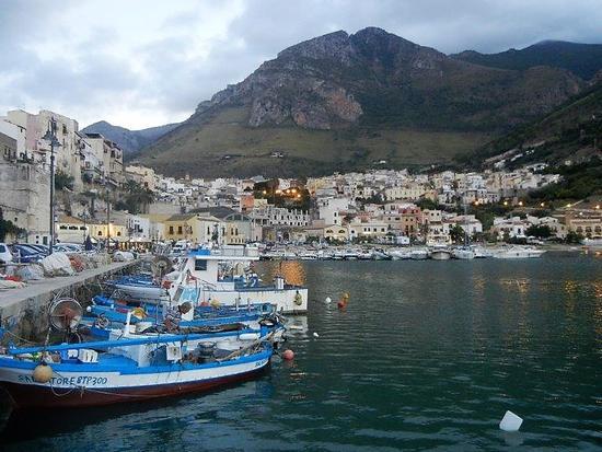 porto e città - CASTELLAMMARE DEL GOLFO - inserita il 28-Apr-17