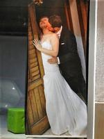 Tatiana e Francesco sposi - gigantografia in vetrina - 20 settembre 2012  - Alcamo (2053 clic)