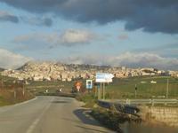 sulla strada che porta alla città - 26 febbraio 2012  - Sambuca di sicilia (1625 clic)