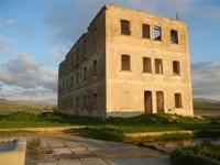 edificio abbandonato nei pressi dell'ex stazione ferroviaria - 26 febbraio 2012  - Sambuca di sicilia (1135 clic)