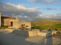 fontana e bevaio nei pressi dell'ex stazione ferroviaria - 26 febbraio 2012  - Sambuca di sicilia (1000 clic)