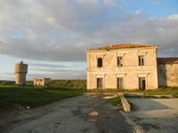 ex stazione ferroviaria e torre idrica - 26 febbraio 2012  - Sambuca di sicilia (1979 clic)