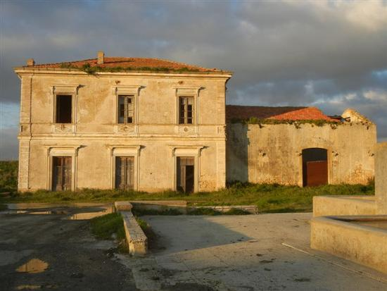 ex stazione ferroviaria - SAMBUCA DI SICILIA - inserita il 18-Apr-14